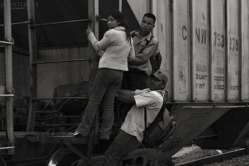 Una avalancha de menores migrantes tiene a Biden contra las cuerdas