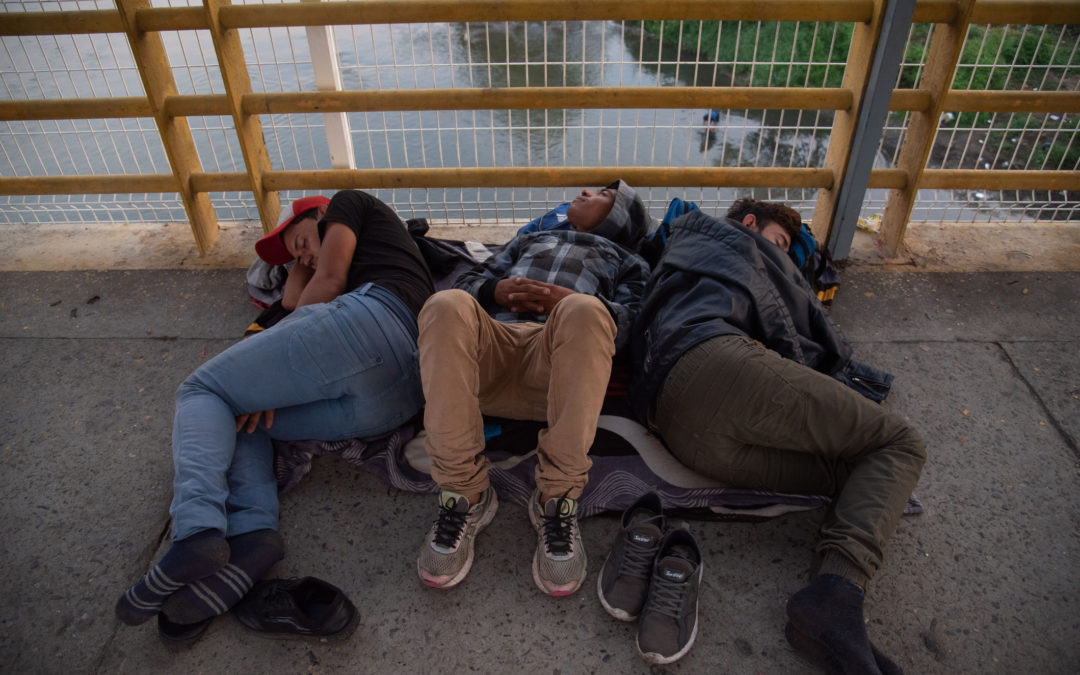 Communities Form as Thousands Wait Entry on Mexican Side